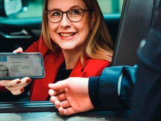 2021 baharından itibaren ehliyetinizin cep telefonunuza kaydedilmesi mümkün olacak.